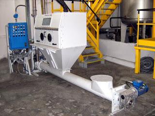 carico-granulari-polveri-elevatore-aeromeccanico-cappa-guanti-ATEX